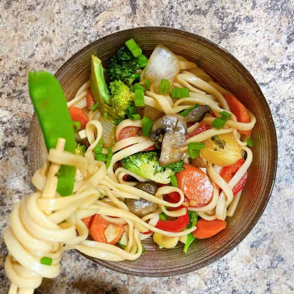 vegetable lo mein feature