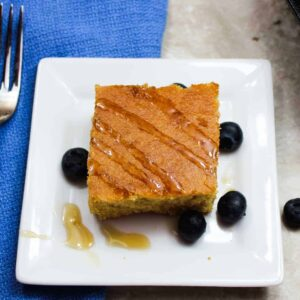 cornbread with blueberries and maple syrup