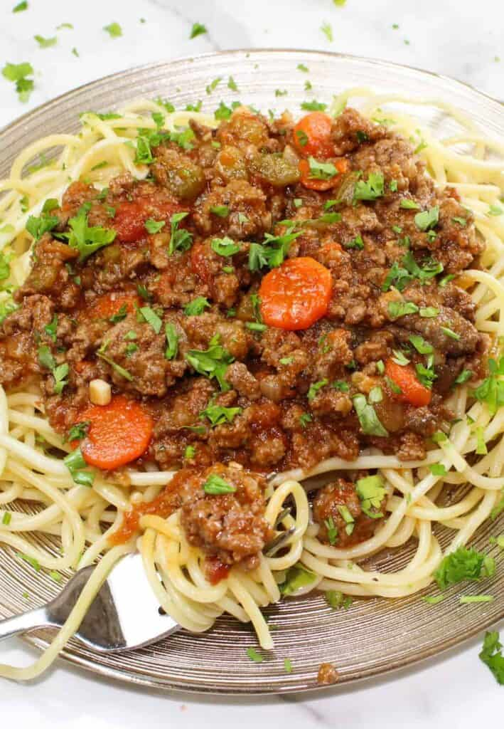 spaghetti bolognese on plate close up
