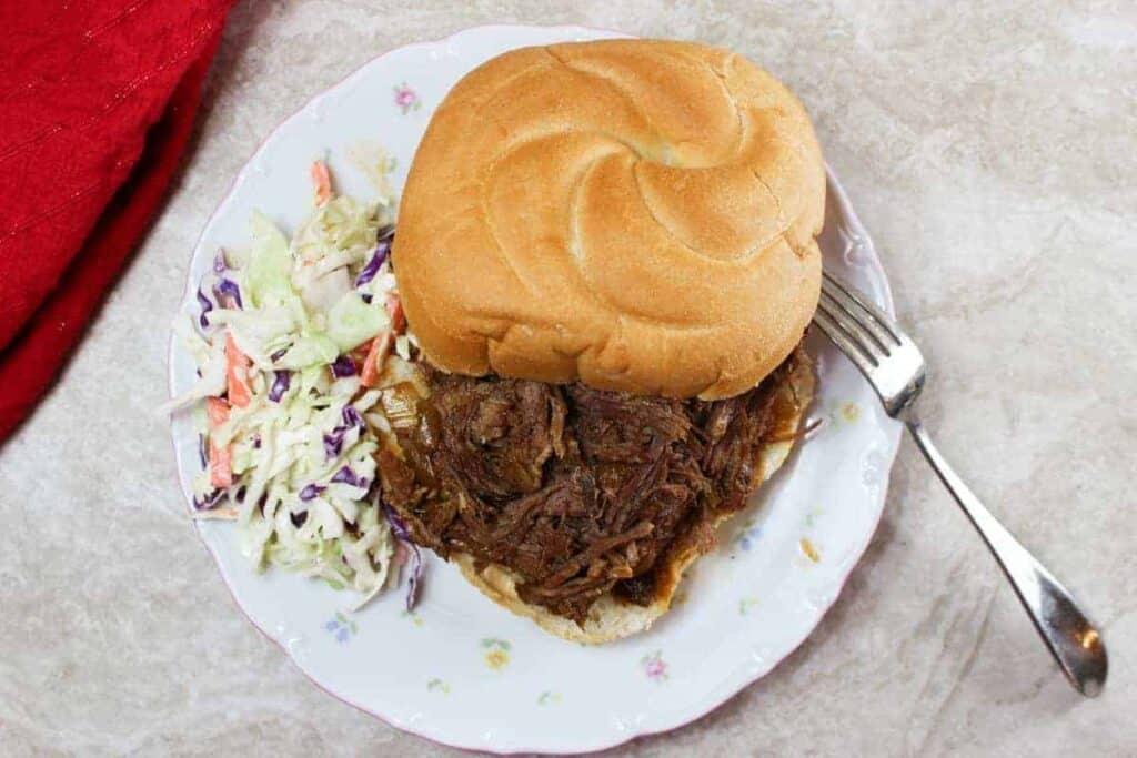 slow cooker bbq beef sandwich