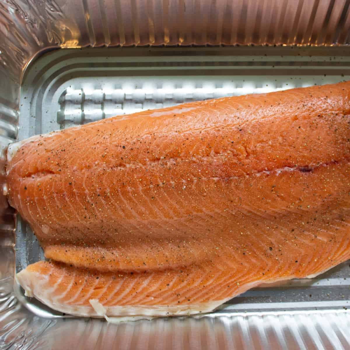raw salmon with salt and pepper