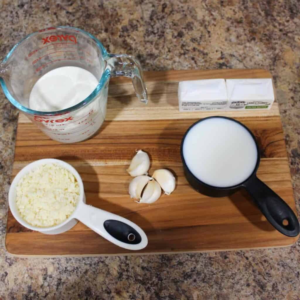 ingredients for alfredo sauce.