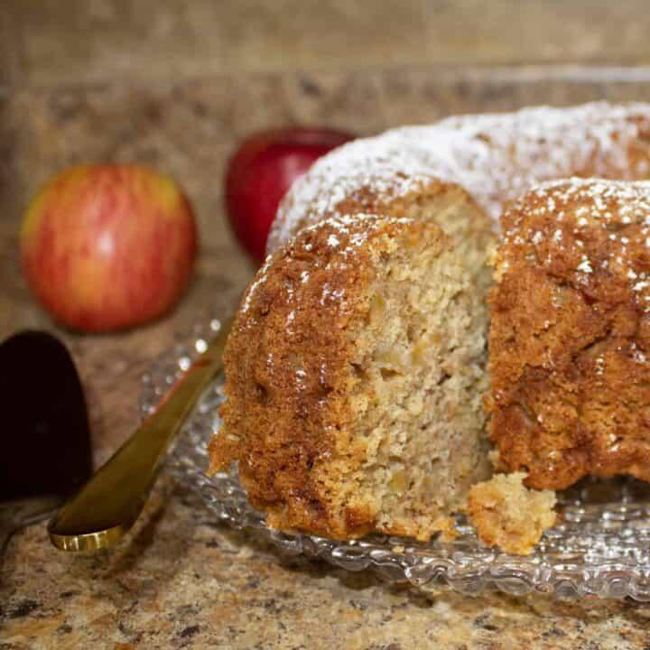 rosh hashanah apple cake feature