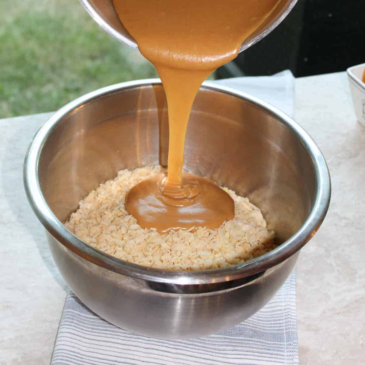 pour peanut butter over rice krispies